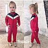 Детский спортивный комбинезон двунитка декорирован вставками, на молнии, в боковых швах карманы.