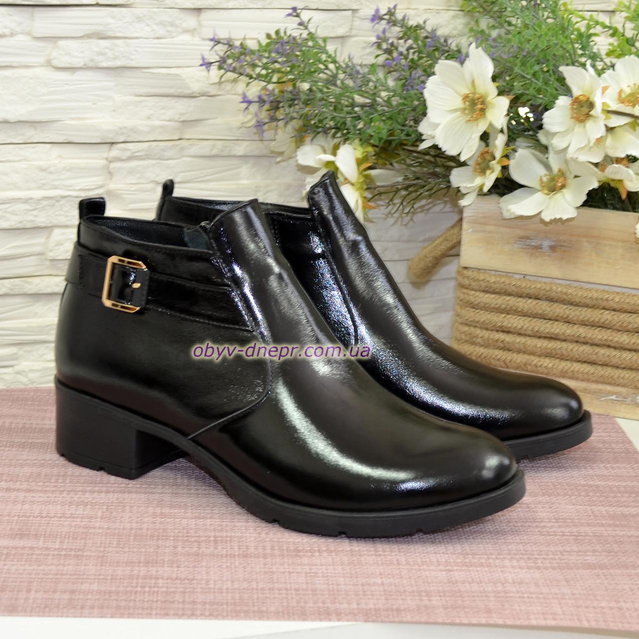Ботинки зимние лаковые на невысоком каблуке