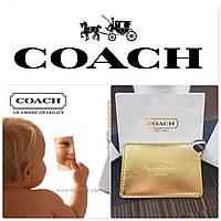 Знаменитое стальное зеркало Coach в золотом чехле