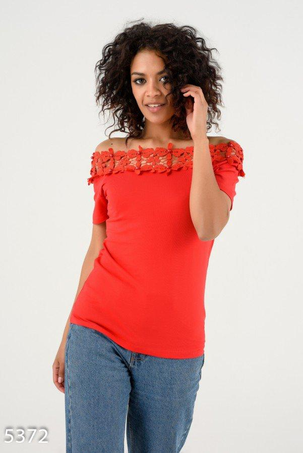 Красная футболка   Код - 5372