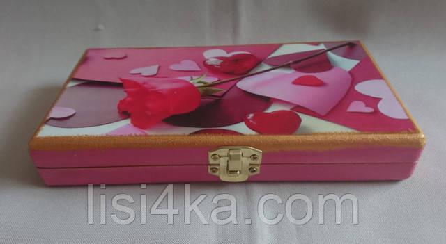 Деревянная розовая  купюрница с розами и сердечками