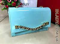 Небольшая женская голубая лаковая сумочка