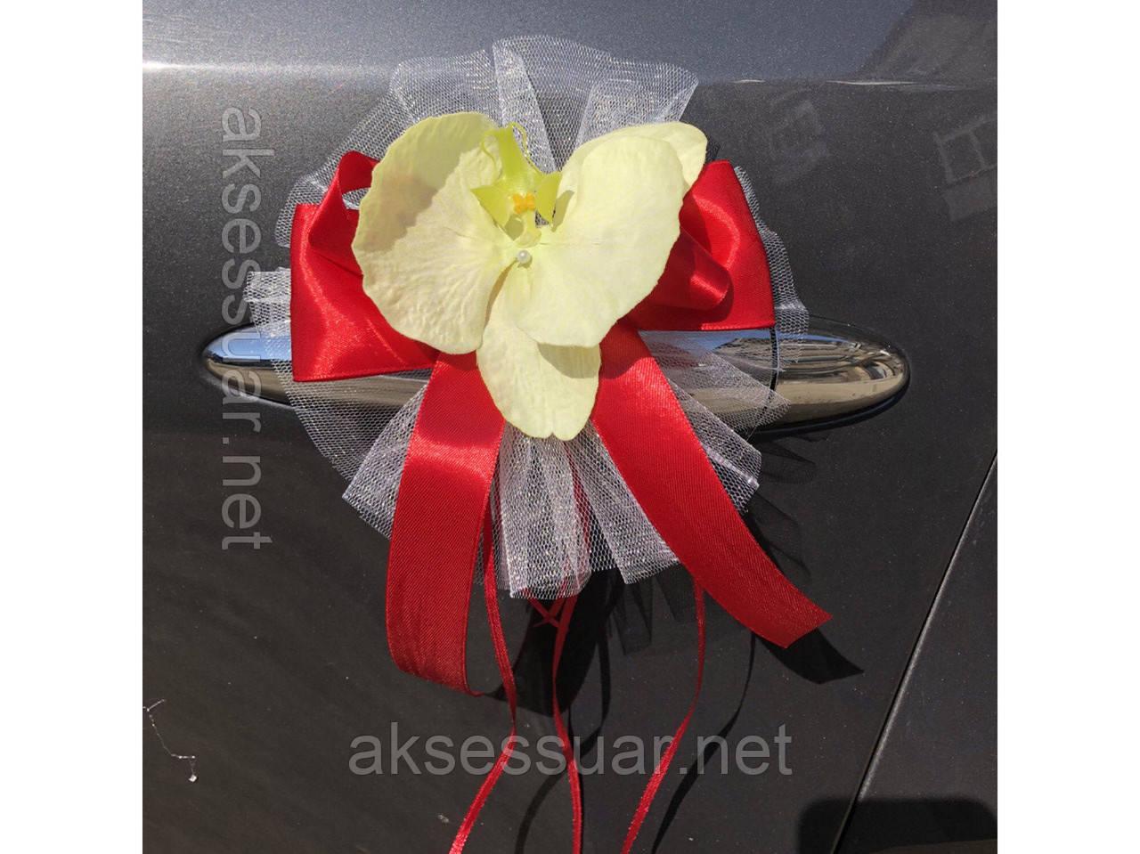 Орхидеи на ручки свадебного авто