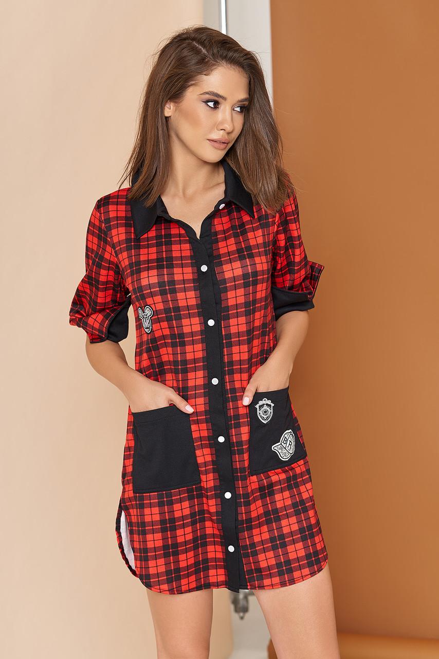 """Трикотажное платье-рубашка """"L-353"""" прямого кроя  с накладными карманами, декорированными нашивками (красный)"""