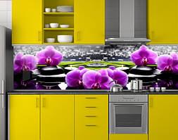 Пластиковый кухонный фартук ПВХ Фиолетовые орхидеи и черные камни, Фотопечать скинали на кухню, Цветы, черный