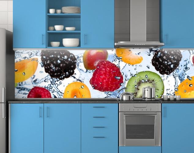 Пластиковый кухонный фартук ПВХ Ягоды и фрукты в воде, Фотопечать скинали на кухню, голубой, 620*2050 мм