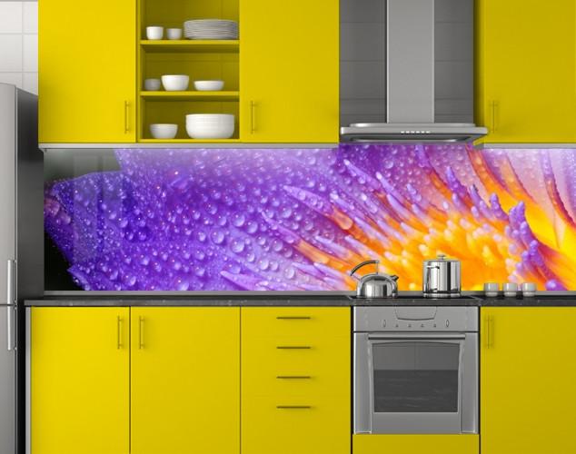 Пластиковый кухонный фартук ПВХ Фиолетовый цветок с желтыми тычинками, стеновые панели пластик скинали Цветы,, 620*2050 мм