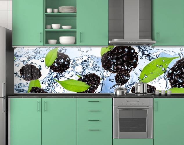 Пластиковый кухонный фартук ПВХ Ежевика в воде, стеновые панели пластик скинали фотопечать, ягоды, голубой, 620*2050 мм