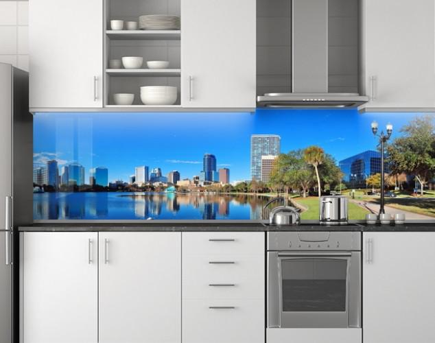 Пластиковый кухонный фартук ПВХ Река и город, Стеновая панель для кухни с фотопечатью, Город, голубой