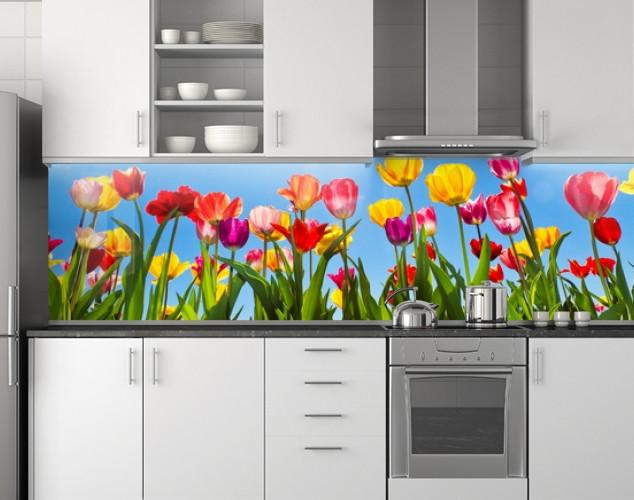Пластиковый кухонный фартук ПВХ Тюльпаны и солнечные лучи, стеновые панели пластик скинали фотопечать, Цветы
