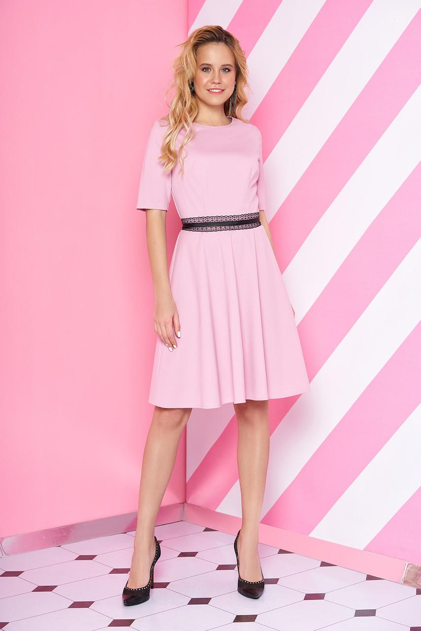 """Трикотажное женское платье """"S-69""""  с  кружевной отделкой по  линии талии (розовый)"""