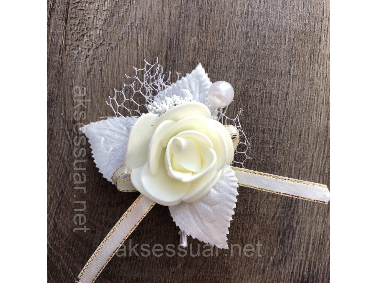 Бутоньєрка троянда
