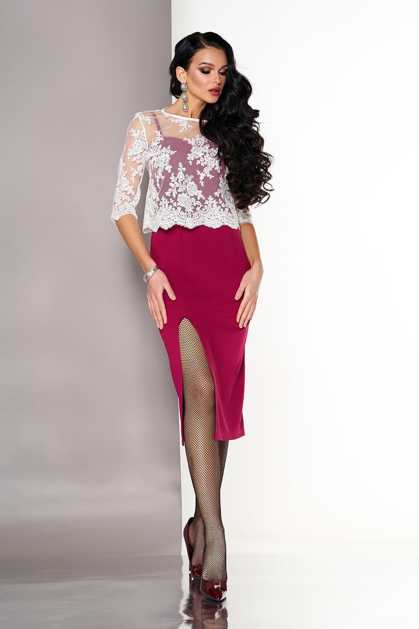 """Нарядное облегающее платье на бретелях ниже колен с разрезом от бедра и гипюровой накидкой """"А-125"""" вишня"""