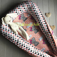 Гнездо-кокон для новорожденного 85Х40 см (подушка для беременной, подушка для кормления) Мишки персиковый