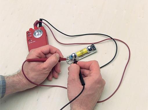 Тестер целостности цепи испытано в соответствии с EN 61010/DIN VDE 0100 - 410/IEC 1010