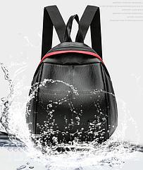 Рюкзак женский PU чёрный кожзам в форме Капля с красочно оформленным замком
