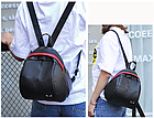 Рюкзак женский PU чёрный кожзам в форме Капля с красочно оформленным замком, фото 8