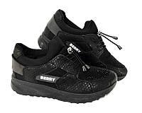 Повседневные женские кроссовки чёрного цвета украшены стразами