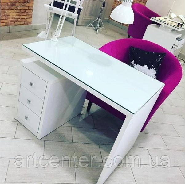 Стильный стол для мастера маникюра с 3 выдвижными ящиками и стеклом-оракалом на столешнице