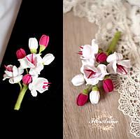 """Бутоньерка для жениха или свидетеля """"Белые фрезии с тычинками и бутонами цвета фуксия """", фото 1"""