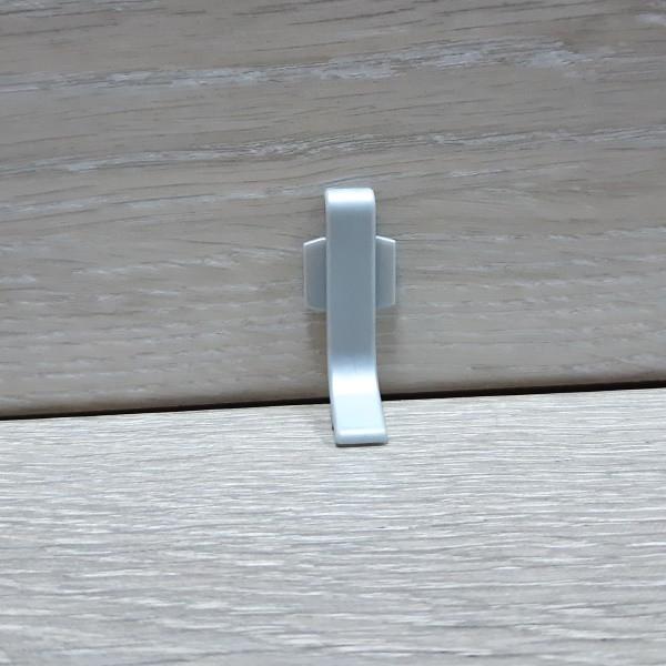 Соединитель к алюминиевому плинтусу Q63