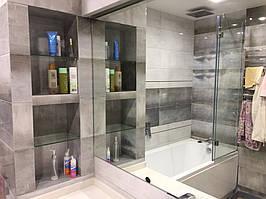 Настенное зеркало в ванной