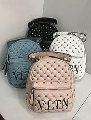 Женский рюкзак Valentino с принтом VLTN