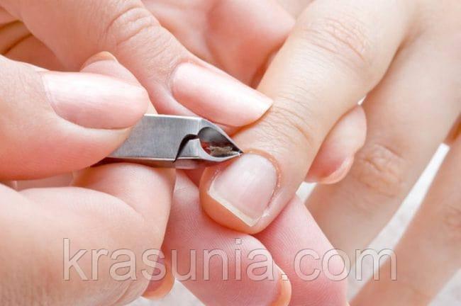 Выполнение классического обрезного маникюра в соответствии с техникой непрерывного среза
