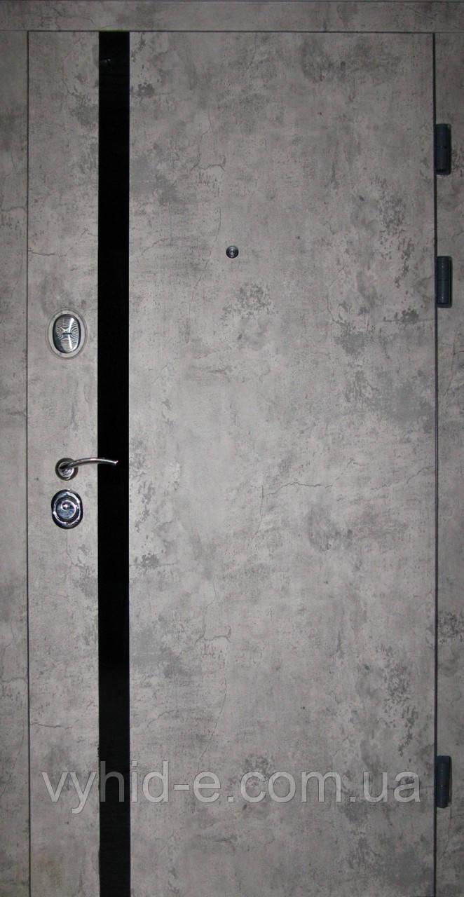 Двери входные REDFORT. Лофт Базальт + черный вертикальный молдинг квартира