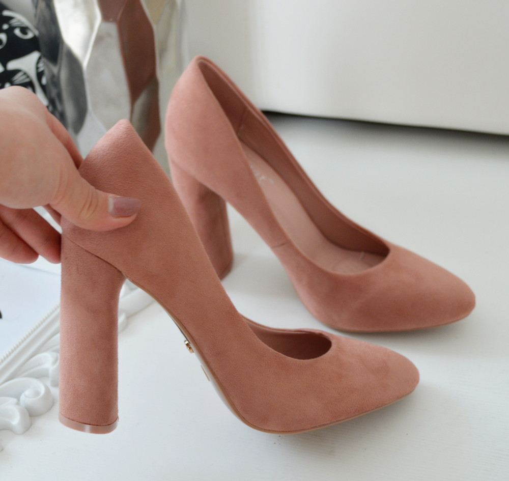Туфлі жіночі на каблуку пудрові екозамша.