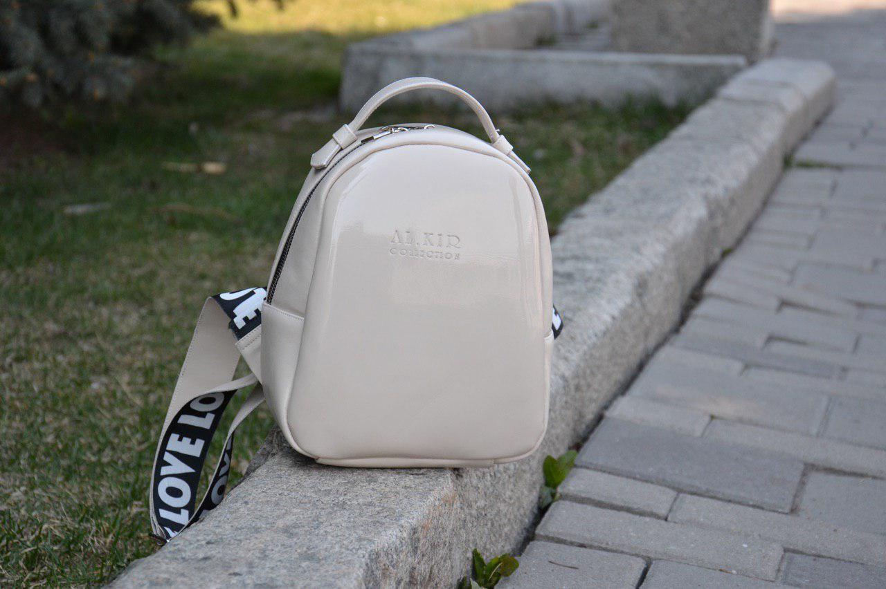 Рюкзак 0024 LOVE бежевый эко-лак + бежевая эко-кожа люкс