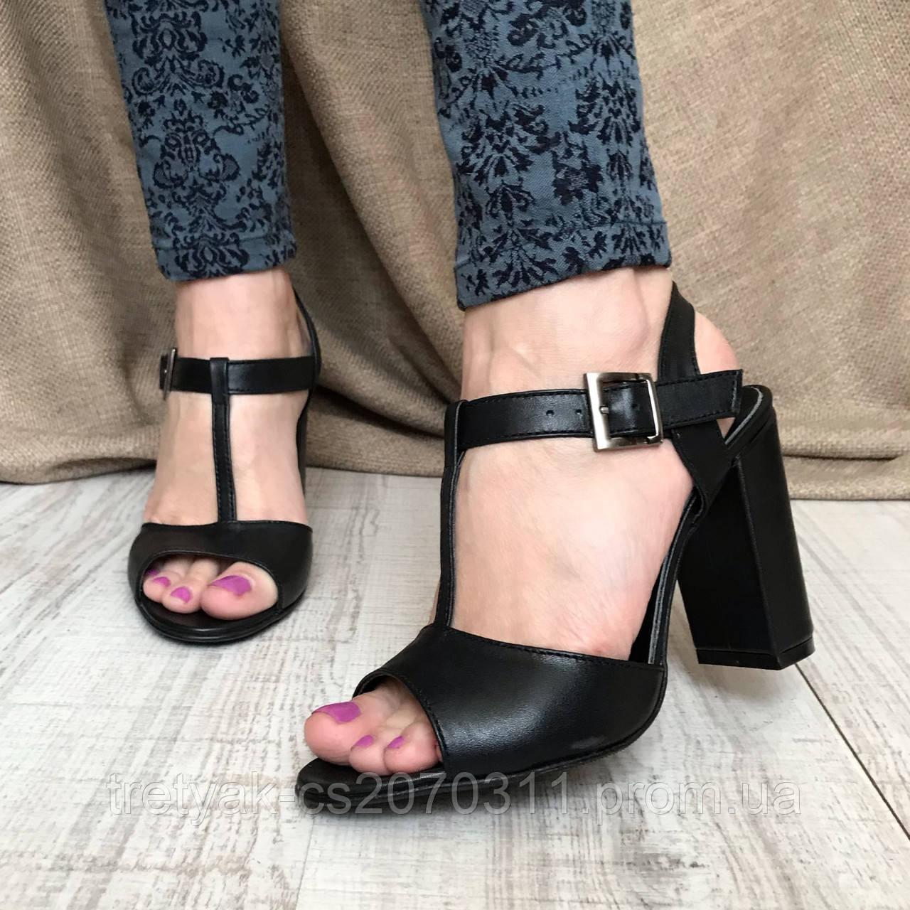 Женские кожаные босоножки на широком каблуке чёрного цвета с ремешками