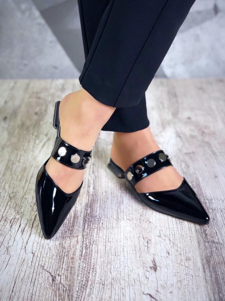 Женские лаковые туфли мюли с оригинальным каблучком