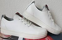 Gucci! Белого цвета  красивые кожаные кеды мокасины женские слипоны в стиле Гуччи