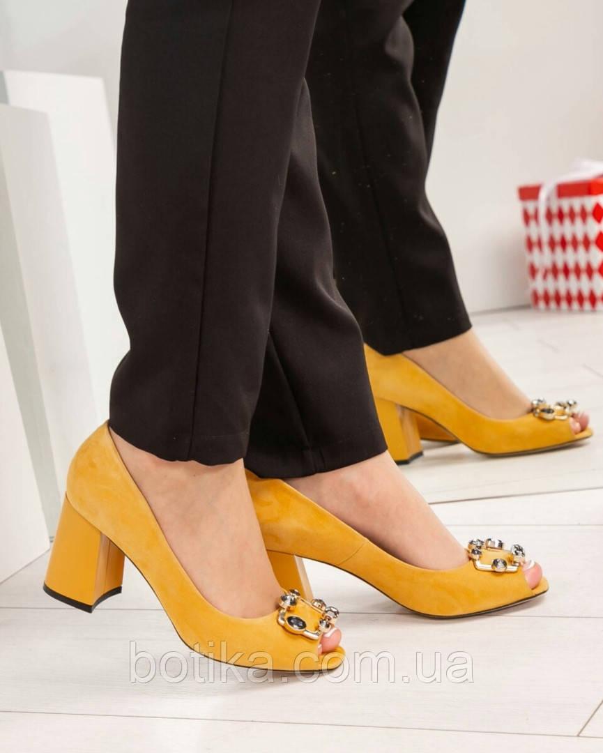 Элитные горчичные замшевые женские туфли из итальянского велюра