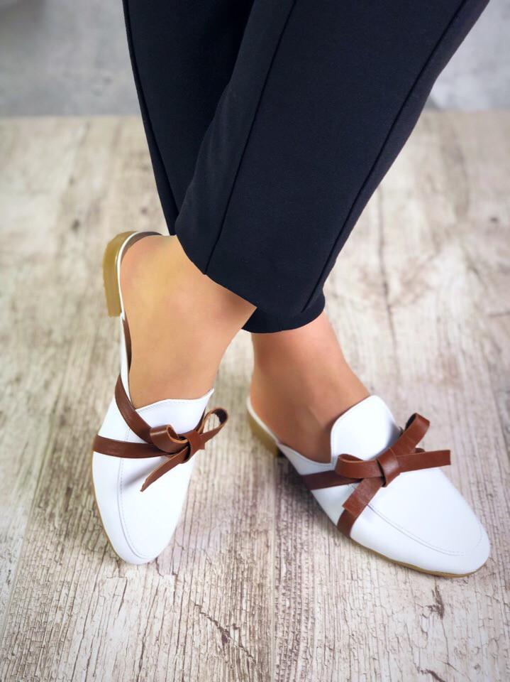 Женские белые туфли мюли с бантиком