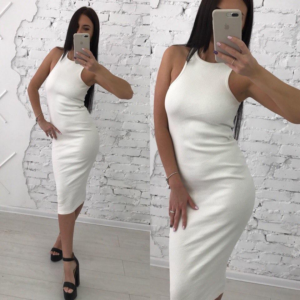 Облегающее трикотажное платье длины миди