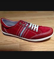 Кросівки чоловічі шкіряні.Червоного кольору.Виготовлені в Іспанії.