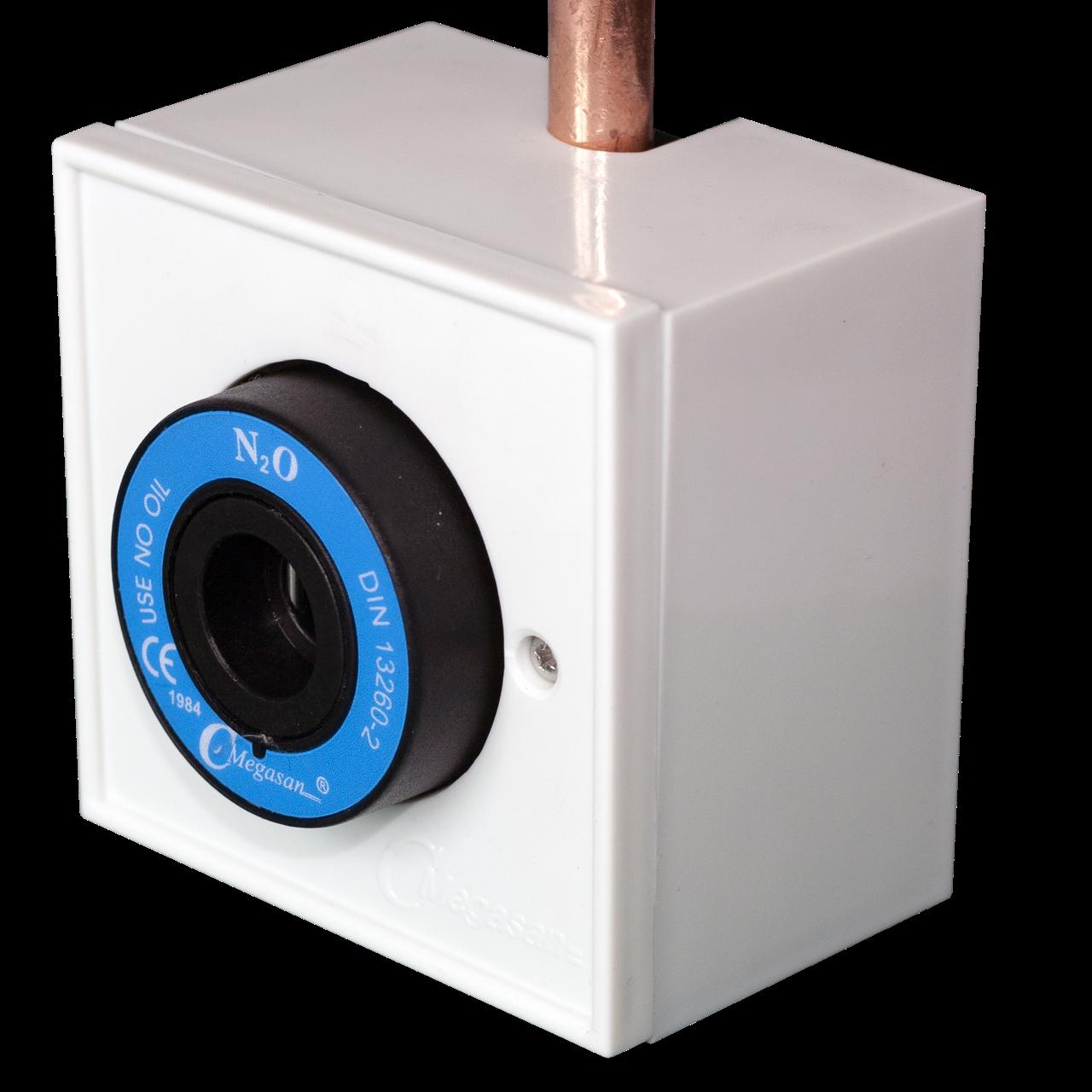 Розетка газовая, в корпусе, закись азота  - DIN - пневматическая 10 мм