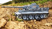 Танк на р/у Тигр I (Tiger I) Heng Long с И/К боем, пневмопушкой и дымовым эффектом (HL3818-1-IR) 1:16