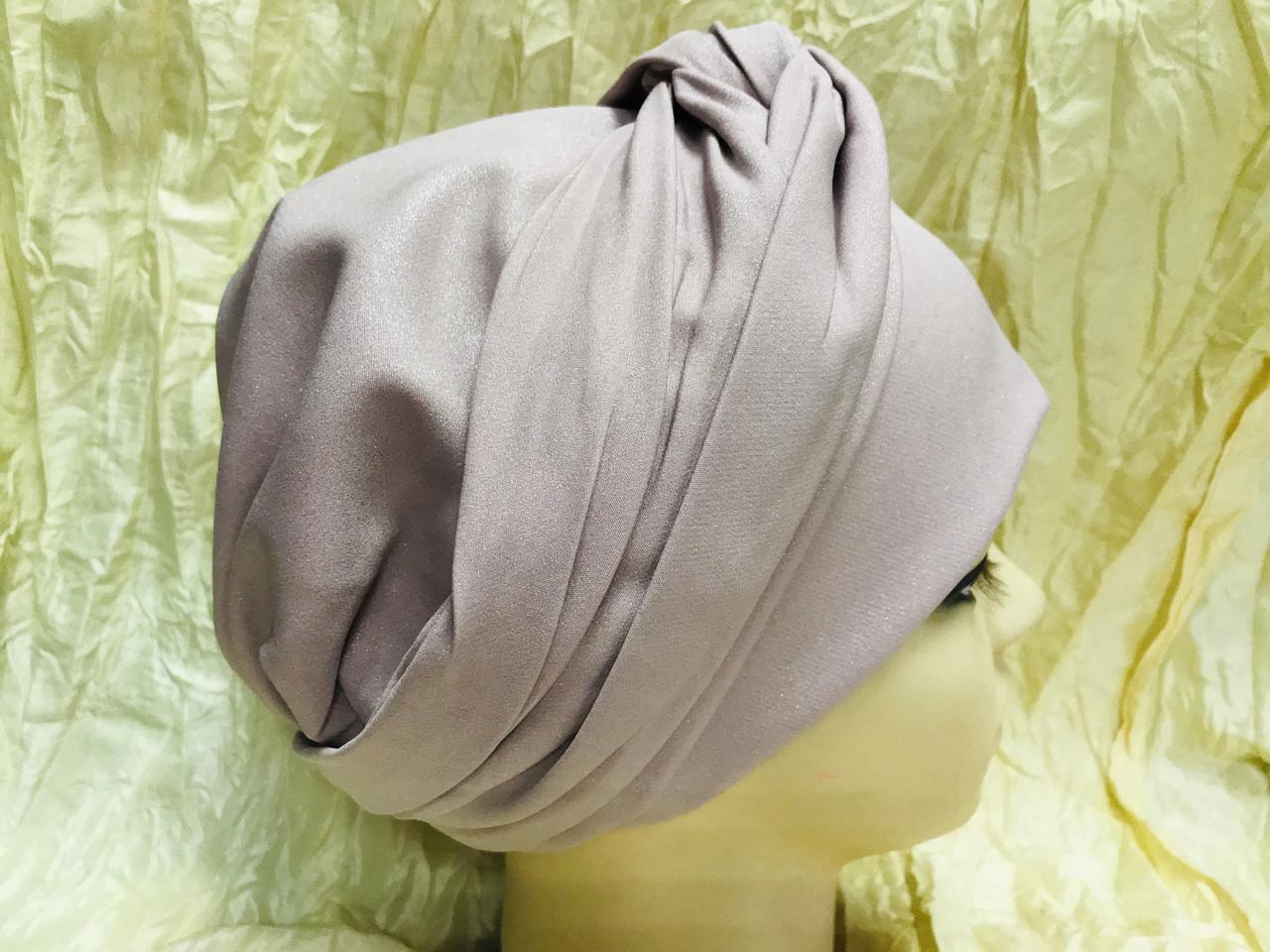 Шапка чалма демисезонная с объёмным плетёным украшением цвет пудра
