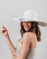 Лаконичная широкополая шляпа