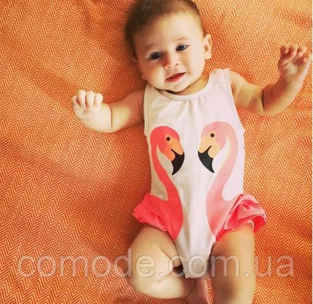 Детский купальник малышка в памперсе c фламинго малиновый