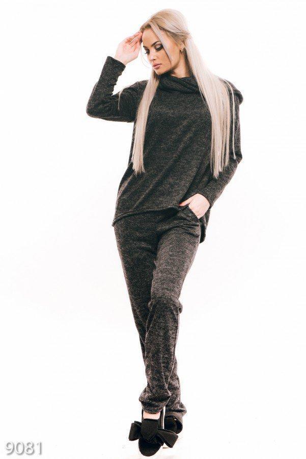 Трикотажный спортивный костюм-двойка темно-серого цвета с хомутом