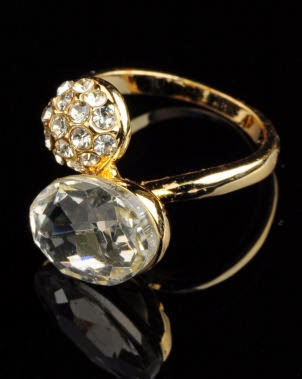 Кільце з білими кристалами код 469