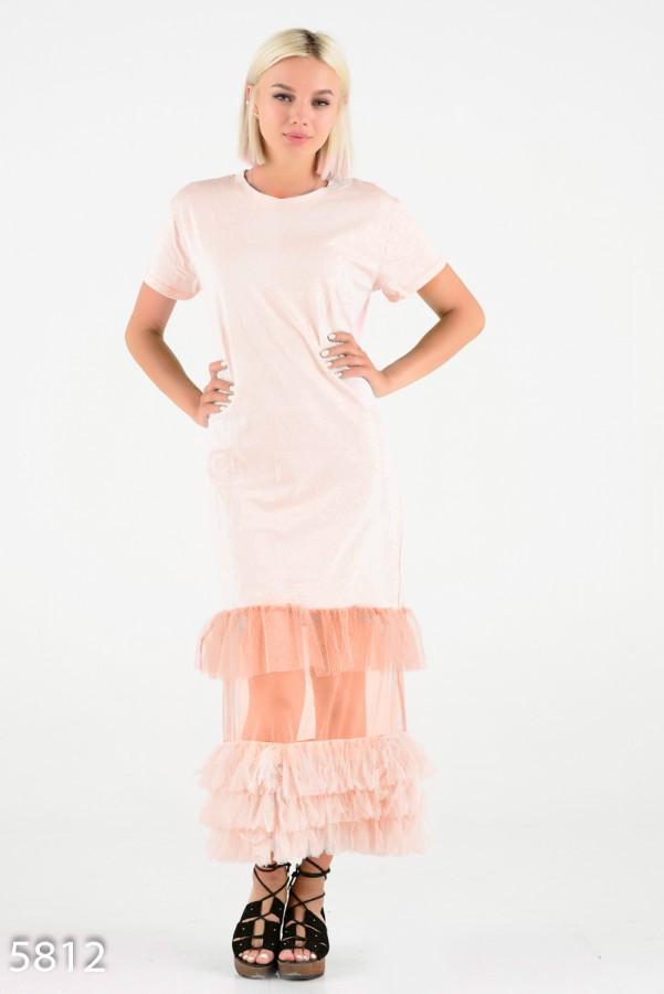Персиковое платье-футболка с сетчатым подолом в пол