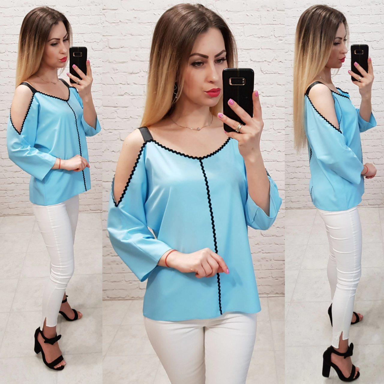 Блузка с тесьмой на горловине и открытыми плечами, арт 159, цвет голубой