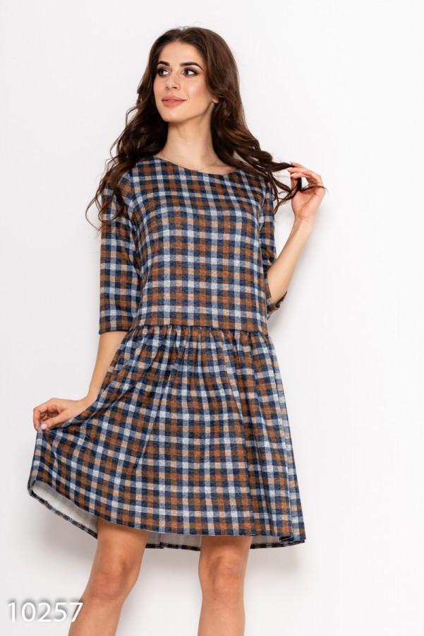 Клетчатое демисезонное офисное свободное платье с расклешенной юбкой