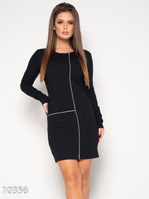 Черное платье с блестящими кособейками