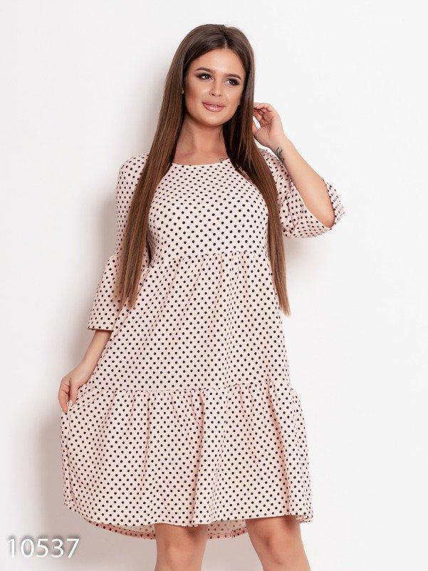 Розовое фактурное платье-трапеция в горошек